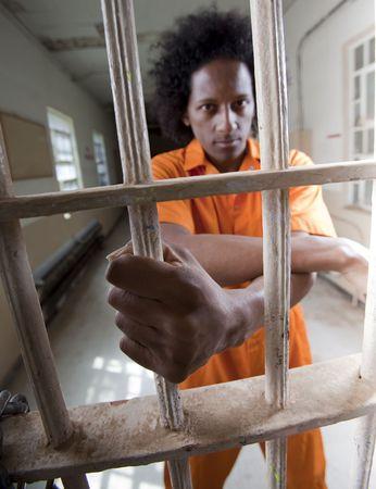 strafgefangene: Ein schwarzer Mann mit einer Afro machen verschiedene Gesichter und Gesten in einem Bundesgef�ngnis
