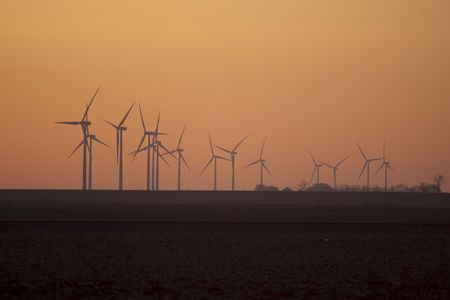 american midwest: Wind turbines in a field on the Iowa prairie in the American Midwest