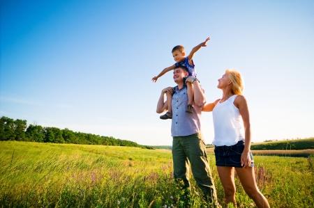 gelukkig gezin plezier buitenshuis Stockfoto