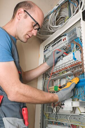 electrician make connections in main electical panel Standard-Bild