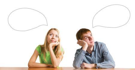 teenager thinking: pareja joven sentado en una tabla Foto de archivo