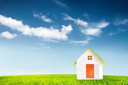 new house in green lawn Standard-Bild