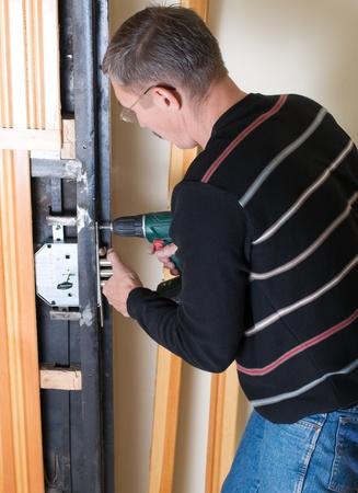 tuttofare riparazione serratura con trapano