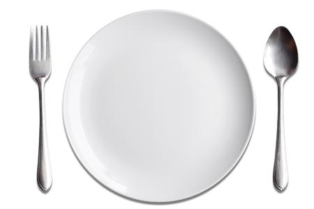 上面白い皿スプーン フォークを白い背景の分離します。