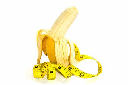 educacion sexual: Plátano y cinta métrica amarilla para el símbolo del tamaño del pene Foto de archivo