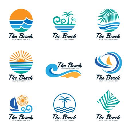 Het strand logo met zee golf, kokosnoot blad, boot en zon vector set design