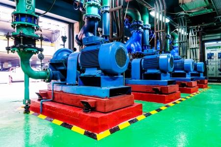 De motor met de pomp in het waterleidingsysteem