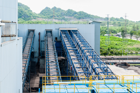 Outdoor incline long and large conveyor with rubber belt conveyor for transportation line for processing the coal in the coal mine Banco de Imagens