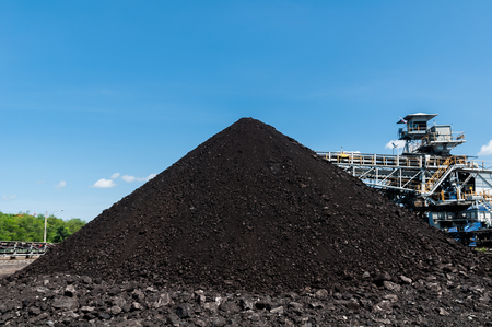 Coal Storage or Coal Stockpile for Power Plant with blue sky in the background. Archivio Fotografico