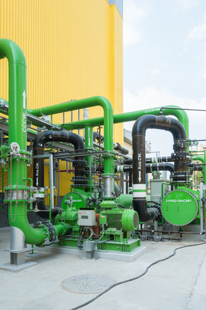 Colorful industrial piping or pipelines. Industrial process piping, valves, fitting, flanges at refinery manufacturing, oil plant or power plant transfer gas, water in the blue sky background. Standard-Bild