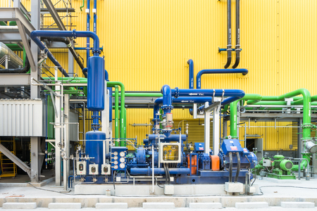 Colorful industrial piping or pipelines. Industrial process piping, valves, fitting, flanges at refinery manufacturing, oil plant or power plant transfer gas, water in the blue sky background. Archivio Fotografico