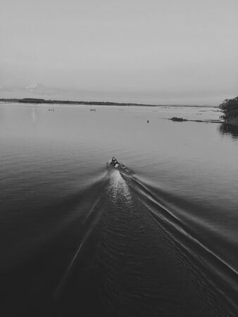 seguir adelante: Vaya por delante pescador Foto de archivo