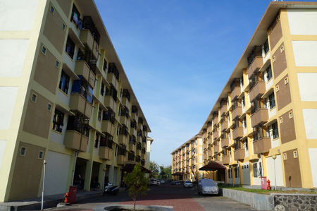 photo of a scenery four flat building area outside view at day scene background 版權商用圖片