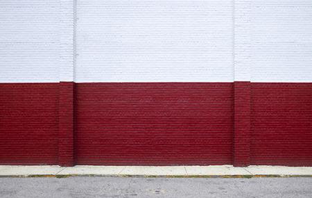 通りの赤レンガの壁に描かれました。 写真素材