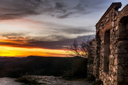 tu puedes: Beautiful views from an abandoned village in the mountains near the village of Prades. Located to 990Mts of height and on clear days one can see the river Until Ebre. From here you can see a magnificent and spectacular views