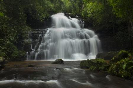Mundaeng Wasserfall, Thailand Lizenzfreie Bilder