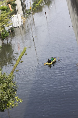tollway: BANGKOK-NOV 5:Flood hits Bangkok areas around Tollway, higher water levels than expected,transportation affected by flood, Victims used rubber boats to travel on November 5, 2011 on vibhavadee Rd,Thailand (Donmuang Area)