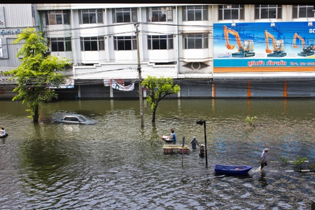 BANGKOK-NOV 5:Flood hits Bangkok areas around Tollway, higher water levels than expected,transportation affected by flood, Victims used plastic boats to travel on November 5, 2011 on vibhavadee Rd,Thailand (Donmuang Area)
