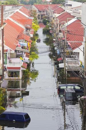 BANGKOK-NOV 5:Flood hits Bangkok areas around Tollway, Bundit home Village affected by flood on November 5, 2011 on vibhavadee Rd,Thailand (Donmuang Area)