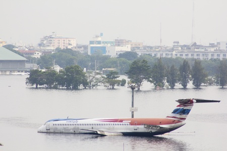 BANGKOK-NOV 5:Flood hits Bangkok areas around Tollway, higher water levels than expected,aircraft affected by flood on November 5, 2011 on vibhavadee Rd,Thailand ( Donmuang Airport)  Stock Photo - 11108964