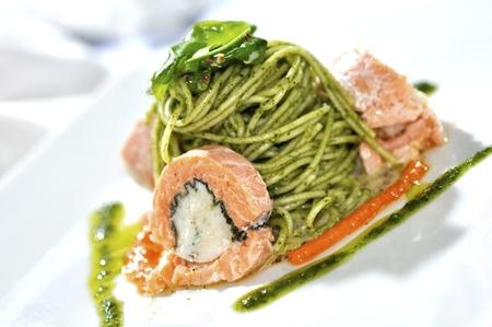 Spaghetti mit Lachs gefüllte