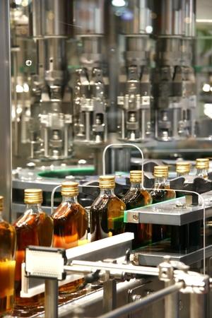 flüssige Füllmaschinen in Whisky-Industrie-Anlage