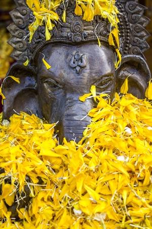Ganesha verehren in wat thai, thailand Lizenzfreie Bilder