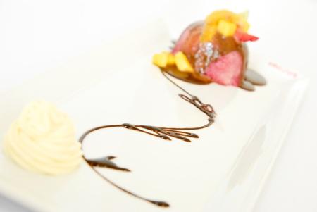 Strawberry icecream with chocolate sauce Stock Photo - 14872188