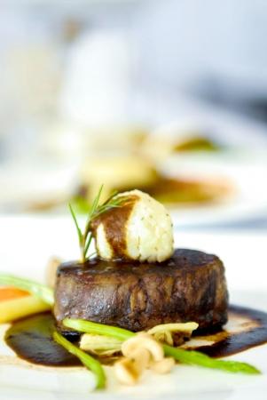 Grilled beef steak with black pepper sauce Standard-Bild