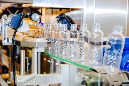 filling line: Bottling water on the plant