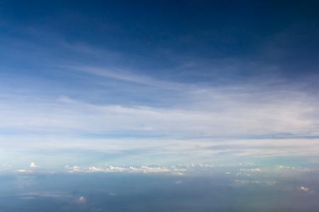 Blauer Himmel mit weißen Wolken  Lizenzfreie Bilder