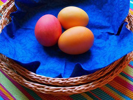 Serviette: huevos de pascua de color en el azul serviette