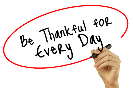 humildad: Man Hand writing Be Thankful for Every Day with black marker on visual screen. Isolated on white background. Business, technology, internet concept. Stock Photo