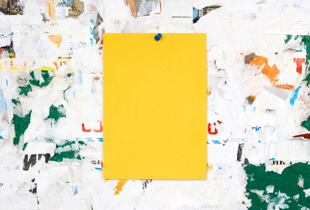 fastens: Empty colorful paper ad inserts on a dirty Board. Fastens with metal buttons. Blank ad with cut slips. Stock Photo