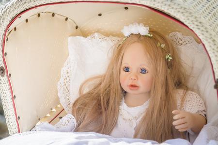 muneca vintage: Mu�eca de la vendimia en un cochecito de beb�