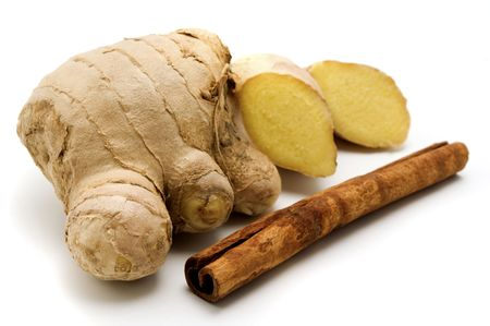 Ginger (Zingiber officinale) and Indonesian Cinnamon quills (Cinnamomum burmannii) on a white background Stok Fotoğraf