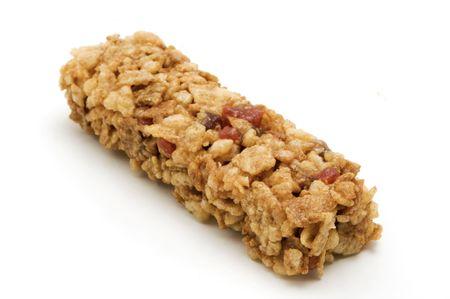 barra de cereal: Barra de cereal sobre un fondo blanco