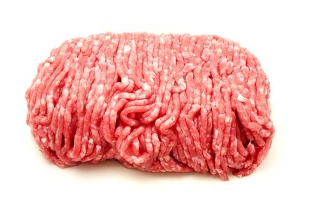 carne picada: Carne cruda mince sobre un fondo blanco Foto de archivo