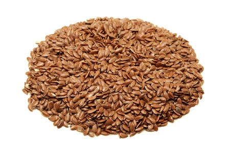 linum usitatissimum: Brown flax seeds on a white background