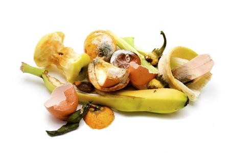 Afval van het voedsel op een witte achtergrond