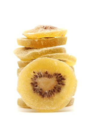 kiwi fruta: Kiwi dorado secos sobre un fondo blanco Foto de archivo