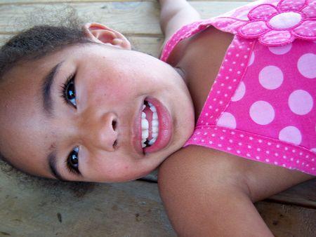 幸せなアフリカ系アメリカ人の女の子