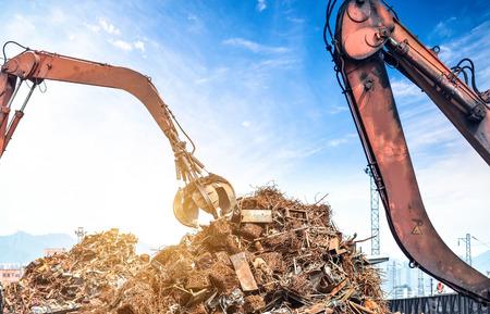Crane grab scrap Фото со стока