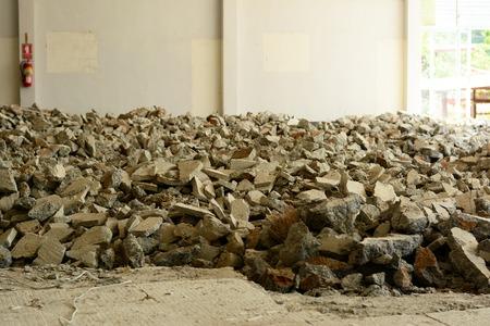 l'empilement des fractions de béton après l'étape de démantèlement Banque d'images