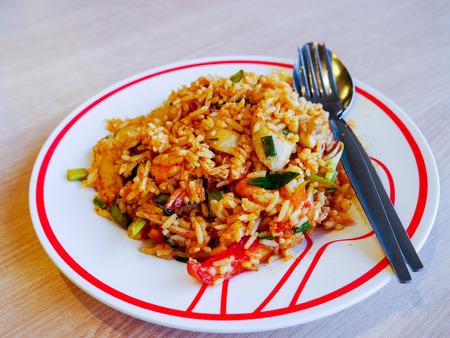 plato del buen comer: Tom Yum Kung picante dispar� arroz