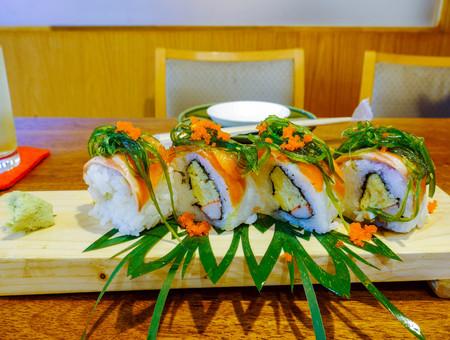 alga: sushi rolls with alga  shrimp eggs