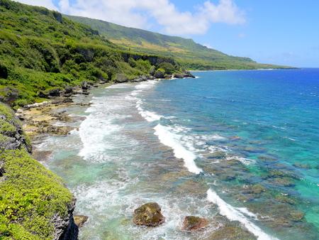 로타, 북 마리아나 제도의 섬 중 하나는 깨끗한 바다와 아름다운 해안 경관을 자랑합니다.