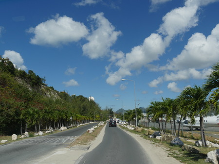 Road to Maho Bay, St. Martin Scenic drive to Maho Bay, one of the main attractions in St. Martin right next to the St. Martin international airport Stok Fotoğraf