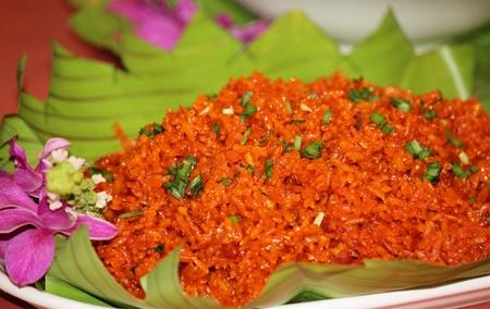 Chamorro red rice Chamorro 빨간 쌀은 북 마리아나 제도의 모임을위한 꼭 필요한 조리법입니다.