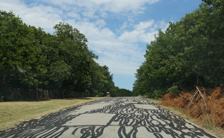 Repair and maintenance of the gaps leaves artistic designs on the road